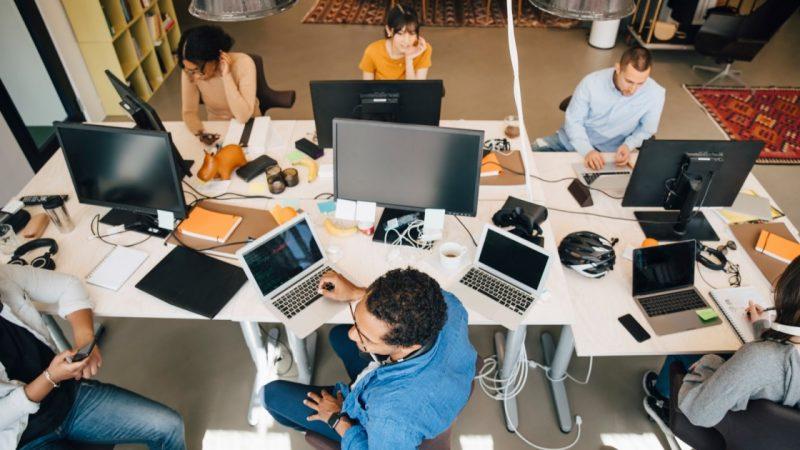 Cómo controlar varias computadoras con un teclado y un mouse
